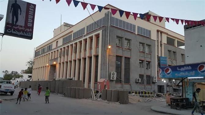 مصادر بالبنك المركزي اليمني : هناك عملات اجنبية ضخمة مخزنة بمأرب ولا تجرؤ الحكومة التوجيه بتوريدها لعدن
