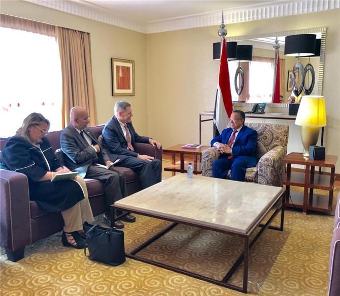 بن دغر يفتح النار على الرئيس عبدربه منصور والاخوان المسلمين أمام السفير الأمريكي ووصفهم بالمخادعين