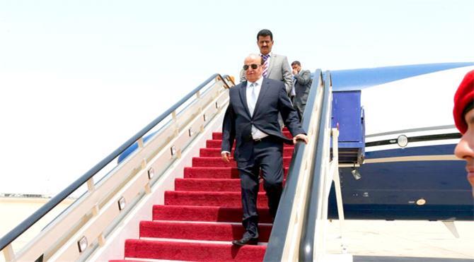 وصول الرئيس هادي إلى سيئون وسط حماية سعودية مشددة