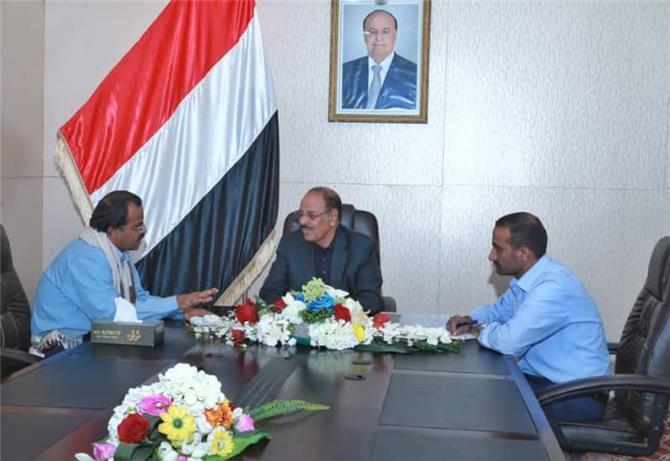 محافظ البيضاء وشقيقه يعلنان انشقاقهما وانضمامهما للمليشيا الحوثية