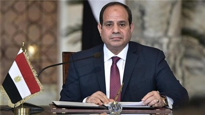 بينهم صحافيون وضباط وفتيات.. عفو عن مئات السجناء بمصر