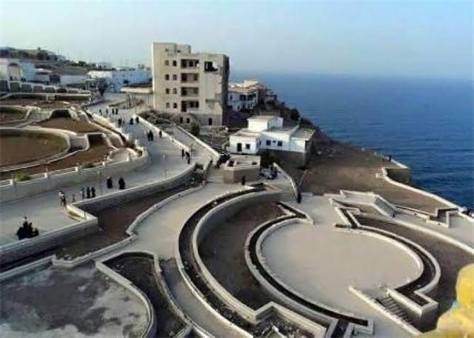 الكتيبة السعودية المرابطة في قصر معاشيق تغادر الان عبر البحر