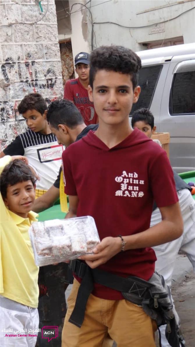 """""""الأسد""""فى عدن يبيع حلوى """"المُلبّس"""" ليشتري عِزّة النفس"""