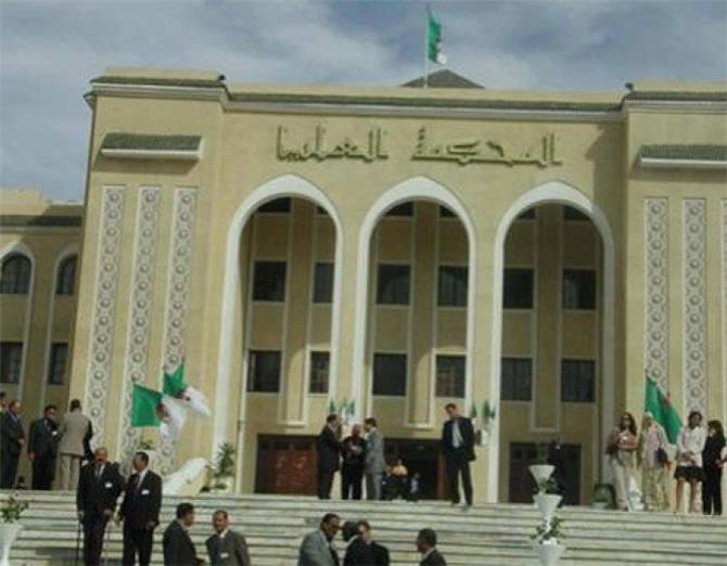 بدء محاكمة مسؤولين جزائريين سابقين فى قضايا فساد