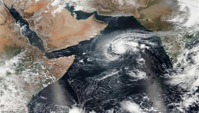 عاصفة تضرب محافظة يمنية ومسئول يعلن خسائر كبيرة