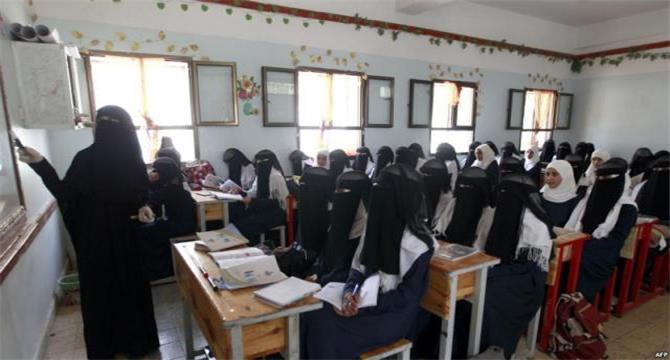 قيادي حوثي يتهجم على معلمة.. وتعليق الحكومة الشرعية على الأعتداء ذلك