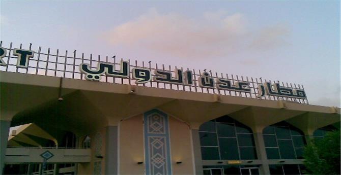 تفاصيل اجتماع موسع في مطار عدن ودور سعودي وتوجيهات للرئيس