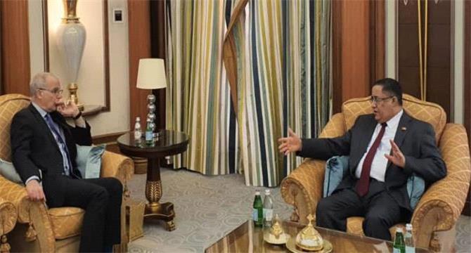 سفير بريطانيا لدى اليمن يشيد بدور الانتقالي في تنفيذ اتفاق الرياض