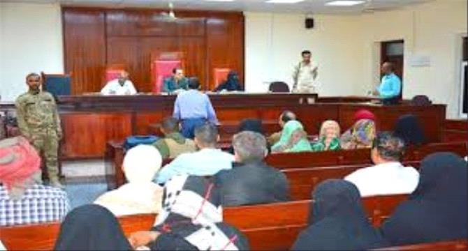 جزائية عدن تقضي بإعدام 4 متهمين بجريمة قتل وحبس اثنين آخرين بجرائم إرهابية