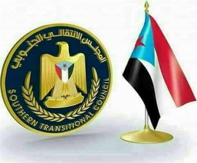 الانتقالي يهاجم الرئيس هادي ويصف قراراته بالغبية