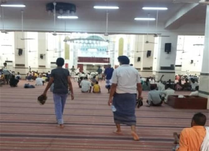 للجمعة الثانية ومساجد عدن تخالف تعميم وزارة الأوقاف بمنع الصلاة احترازا من كورونا