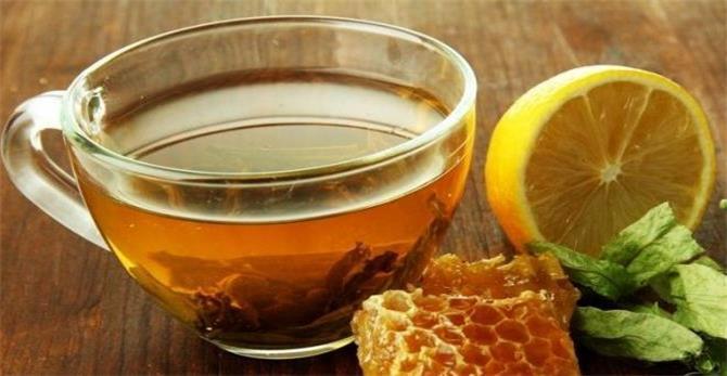 الصحة العالمية تدعو تناول هذه المشروبات الطبيعية للقضاء على فيروس كورونا