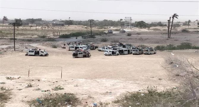احتجاز 8 حافلات على متنها جنود من مأرب في نقطة امنية بلحج