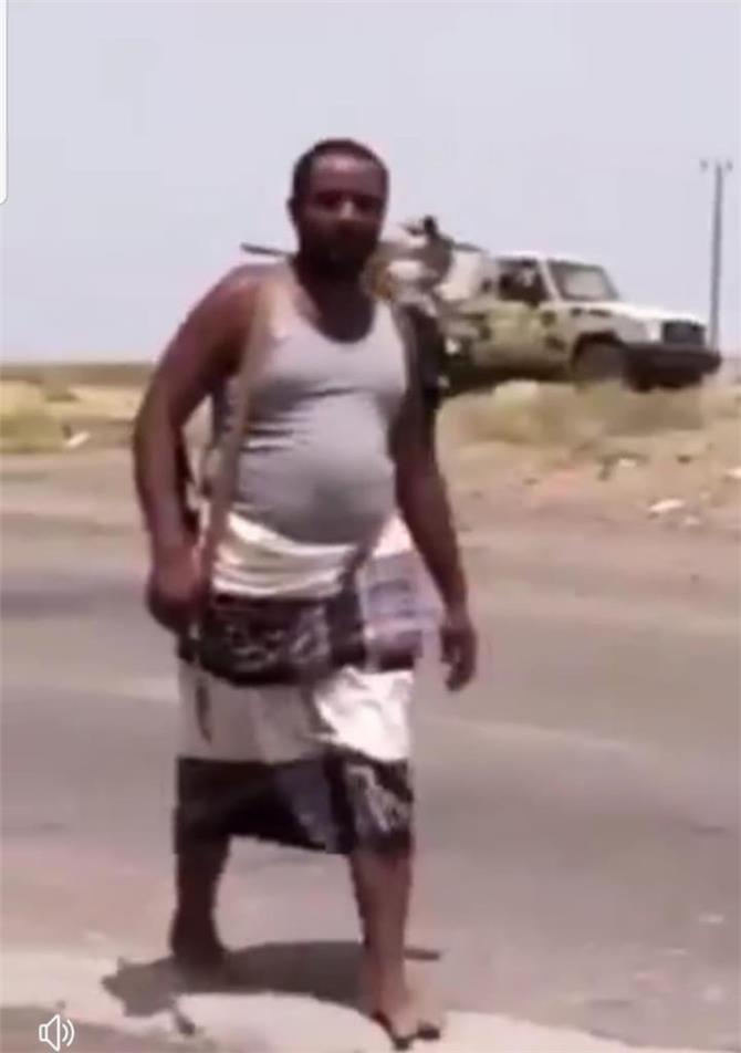 ظهور ارهابي في صفوف الشرعية بابين مطلوب في قضايا ارهابية  قتل لرجال الامن وتفجيرات في عدن