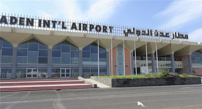 تقرير يكشف التعامل العنصري من قبل سلطات الحكومة وطيران اليمنية مع مطار عدن الدولي