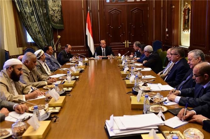 الرئاسة اليمنية تعطل اتفاق الرياض وتدخل بخلافات مع السعودية بسبب بقاء معين عبدالملك رئيسا للوزراء ( تفاصيل خاصة)