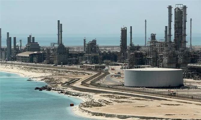 السعودية مهددة بعجز مالي كبير