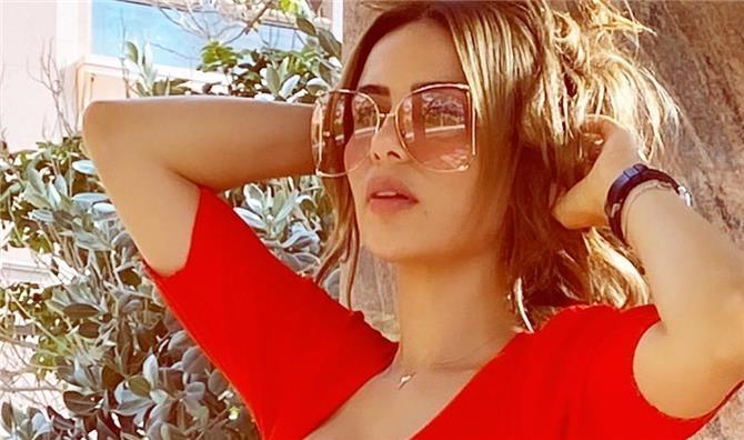 شيماء هلال تختار كل أنواع النظارات الشمسية ..فكيف تليق بها؟