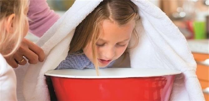 استنشاق البخار يساعد على مواجهة الزكام لدى الأطفال