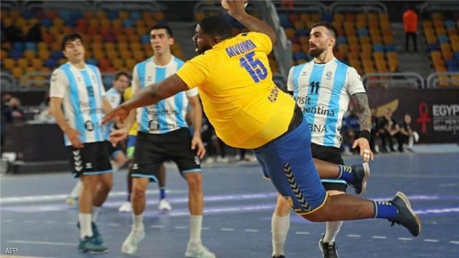 لاعب كونغولي.. حديث الساعة في مونديال كرة اليد بمصر