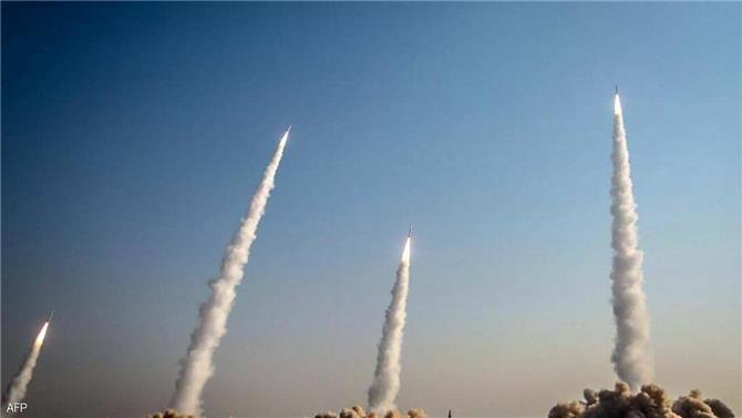 سقوط صاروخين إيرانيين على بعد 100 ميل من حاملة طائرات أمريكية