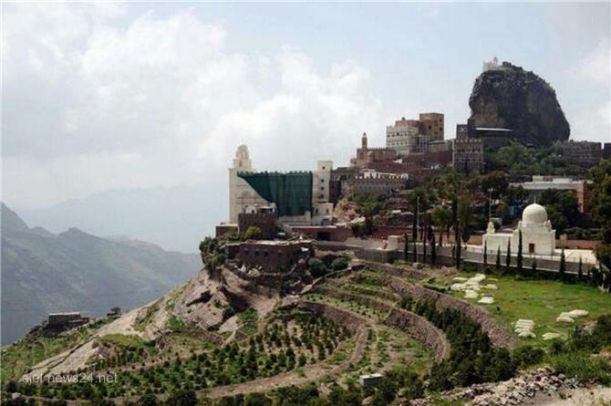 يمنيون يسكنون فوق السحاب.. صور تفوق الخيال