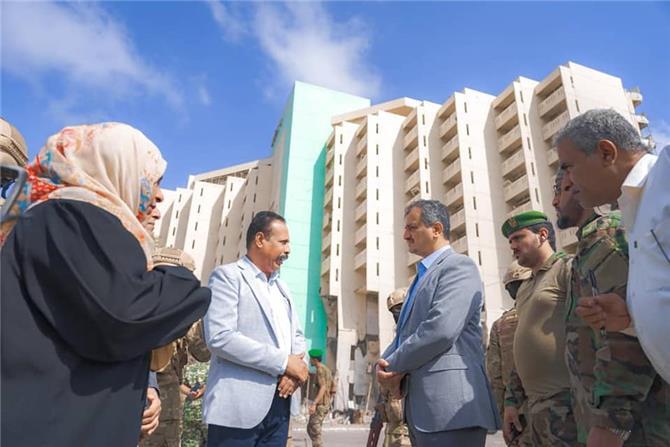 محافظ عدن يبحث إمكانية ترميم وتأهيل فندق عدن وإعادته كرمزٍ ومعلمٍ وواجهة سياحية للعاصمة عدن