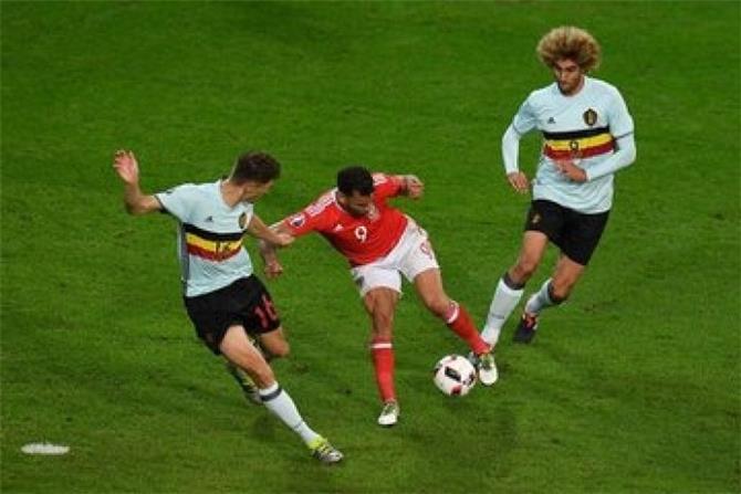 المنتخب البلجيكي يستهل مشواره في تصفيات كأس العالم بثلاثية في شباك ويلز
