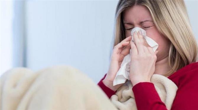 كيف تفرق بين أعراض «كورونا» والحساسية والآثار الجانبية للقاحات؟