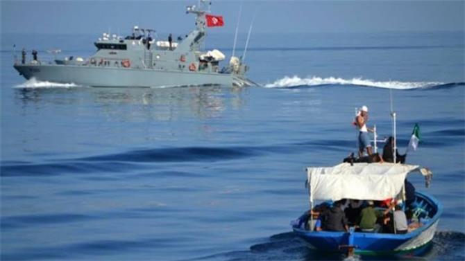 خفر السواحل التونسي يوقف 33 مهاجرًا غير شرعي