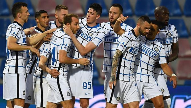 إنتر ميلان يقترب بقوة من تحقيق لقب الدوري الإيطالي بفوز ثمين على كروتوني