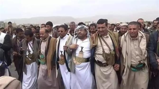 الحوثي يعدم 25 من شيوخ القبائل.. لهذا السبب!!
