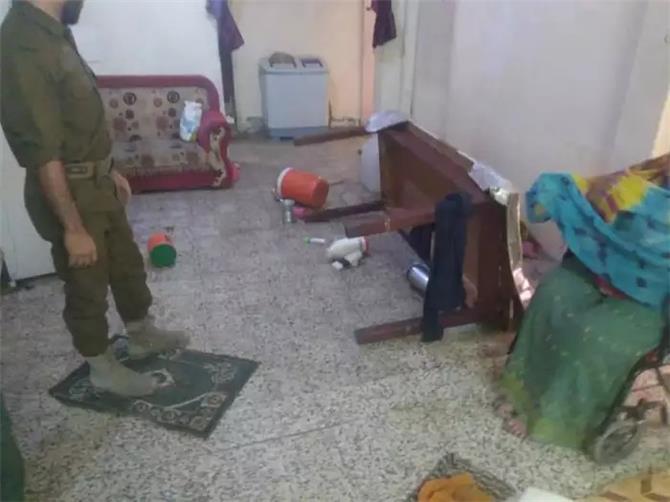 عصابة مسلحة تقتحم منزل ناشطة في تعز