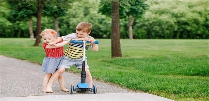 تنمر الأشقاء يعرض الأطفال لمشاكل الصحة العقلية