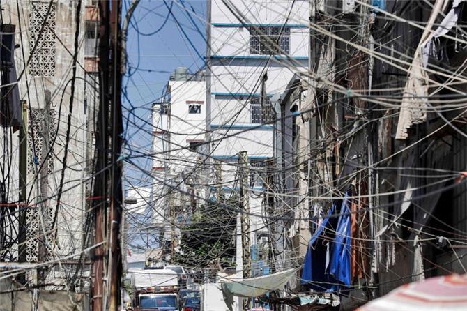 عودة الكهرباء إلى لبنان غداة ظلام تام