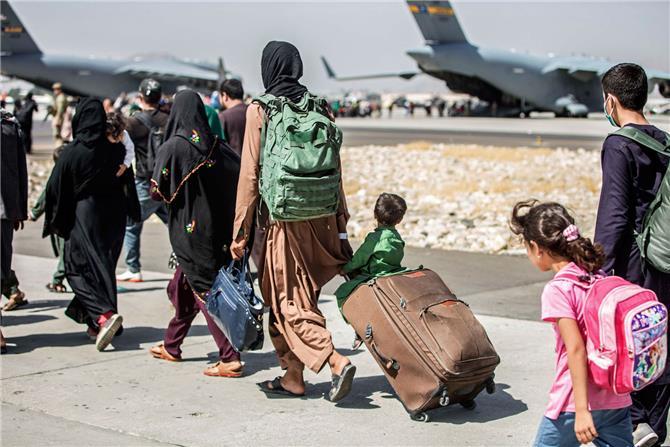 اللاجئون ورقة طالبان في وجه العقوبات الدولية