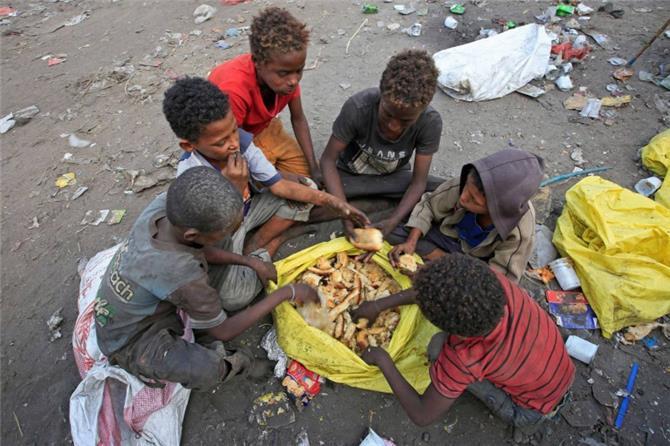 مراقبون: 90 مليار دولار فاتورة خسائر الاقتصاد اليمني