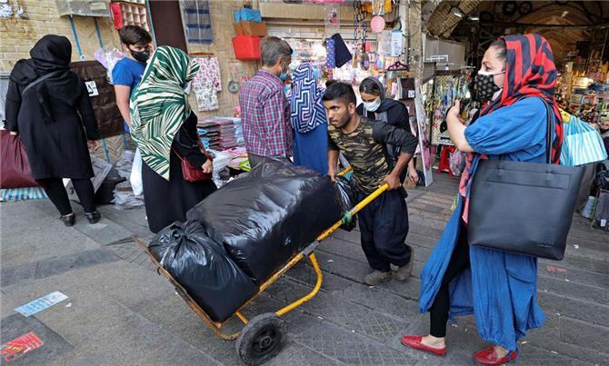 إيران ترهق مواطنيها بضرائب على الثروات العقارية