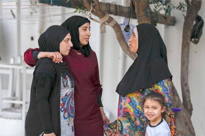 ميل الأسرة لنقل تجارب الأقارب والأصدقاء في تربية الأبناء يؤدي إلى تمردهم