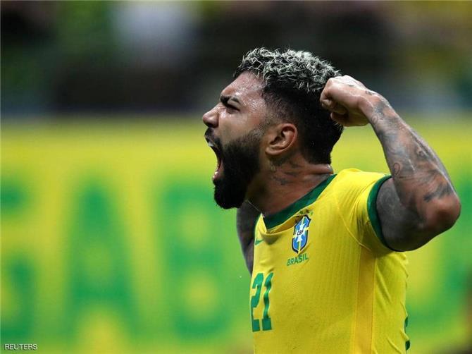 البرازيل تسحق أوروغواي والأرجنتين تفوز بصعوبة على بيرو